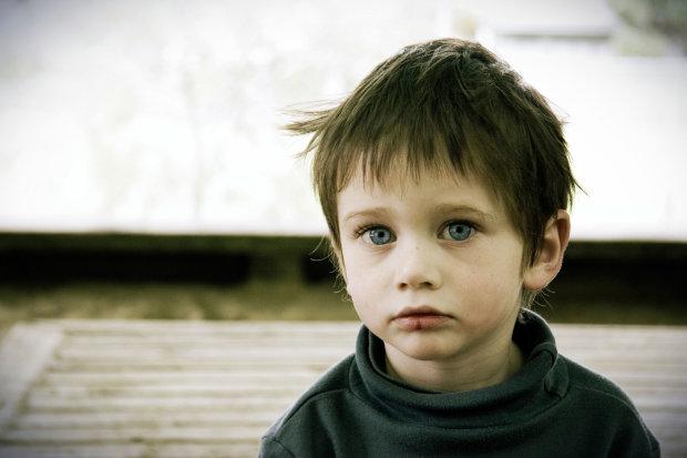 Здоровенный подонок поиздевался над сиротой: украинцы вне себя от злости