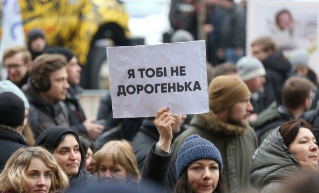 """""""Жирна як я"""": борди, що принижують жінок, знайшли під Києвом, """"креатив"""" зашкалив"""