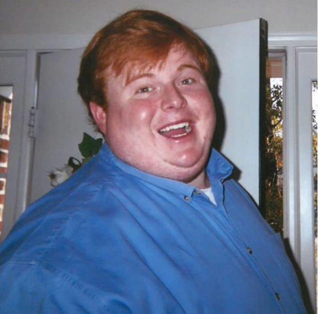 Парень весом 320 килограммов целый день играет в видеоигры и лакомится фастфудом: я просто буду есть, пока не умру