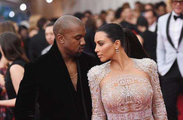 """Кардашьян у весільній сукні трепетно привітала Веста: """"5 років, 4 дитини"""""""