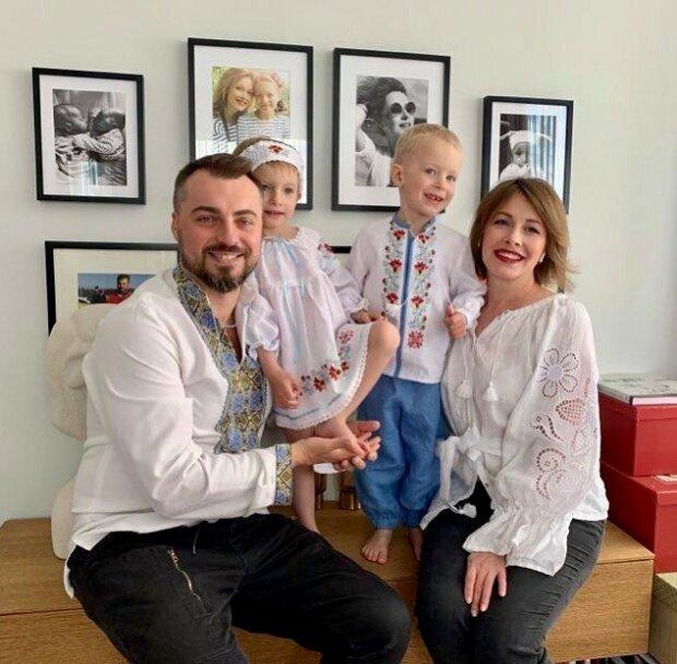 Олена Кравець з родиною