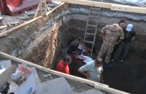 Археологи на Приморському бульварі, фото: Думська