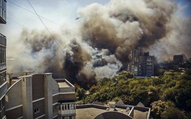 Дрон показав грандіозну пожежу в Ростові як на долоні