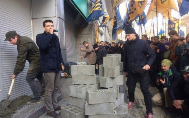 """Азов пообіцяв """"закрити"""" всі російські банки"""