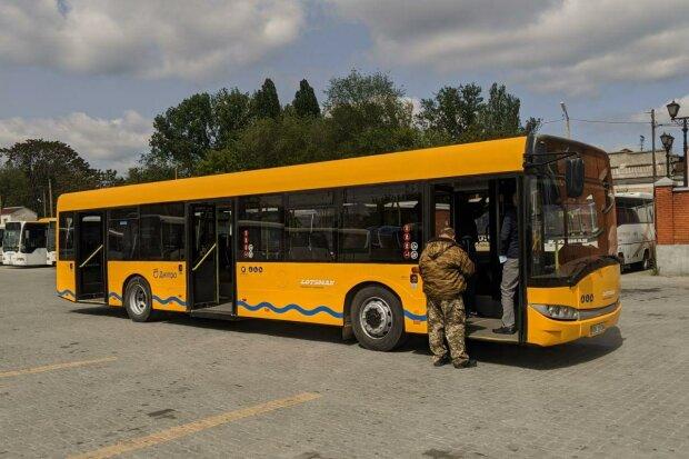 Филатовские маршрутки в Днепре  не выдерживают пассажиров, а новые автобусы застряли на таможне