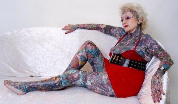 Умерла наиболее татуированная в мире пенсионерка