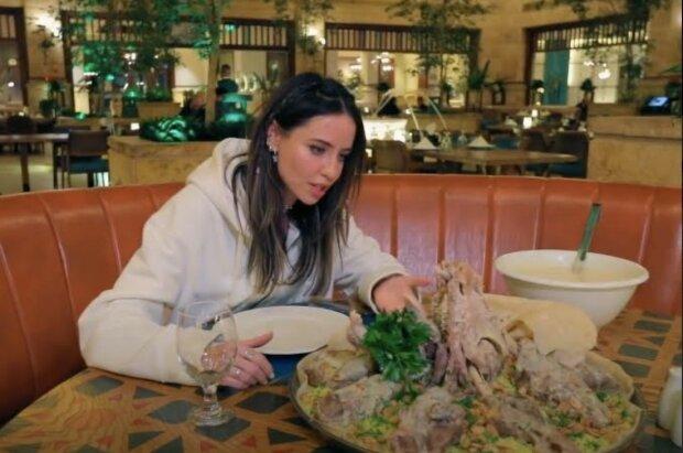 Надя Дорофєєва їла руками баранину з рисом: рецепт традиційної ніжної страви