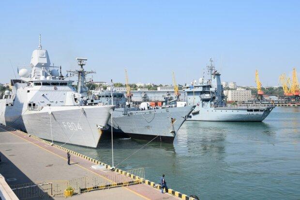 Нічний кошмар Путіна: в Одесу увійшов військовий корабель НАТО, потужні кадри