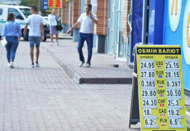 Курс валют на 29 серпня: долар пішов у наступ