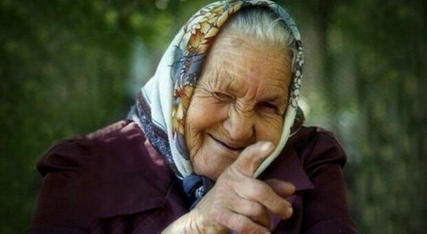 бабушка в платке, фото из открытых источников