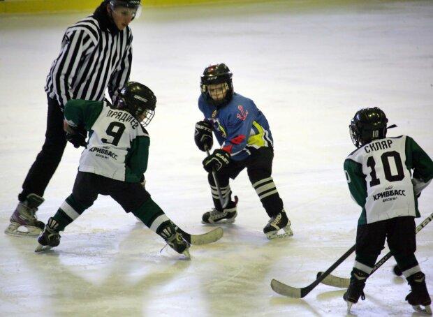НХЛ отдыхает: в Одессе 11-летние хоккеисты устроили дикое побоище с тренерами, - шокирующие кадры