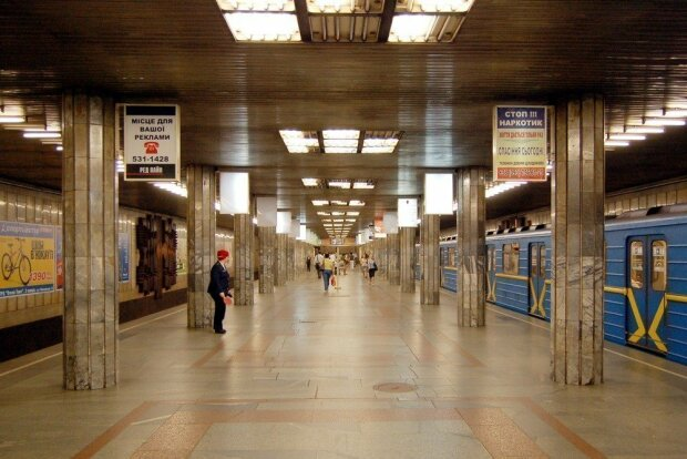 Никакого нижнего белья и обуви: новые правила пользования столичным метро
