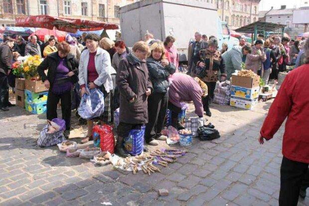 Львовянам запретят ходить на рынки и в супермаркеты — теперь только церковь