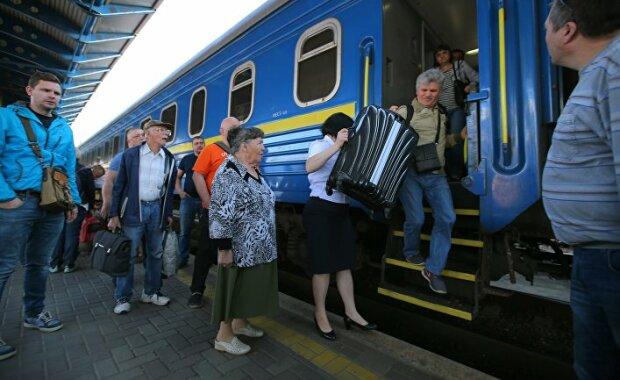 """Таргани – це тільки квіточки: у вагоні Укрзалізниці виявили справжній грибний """"клондайк"""""""