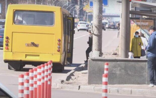 """У Тернополі нахабний маршрутник цинічно вигнав пасажирів """"за борт"""" - залишилися лише обрані"""