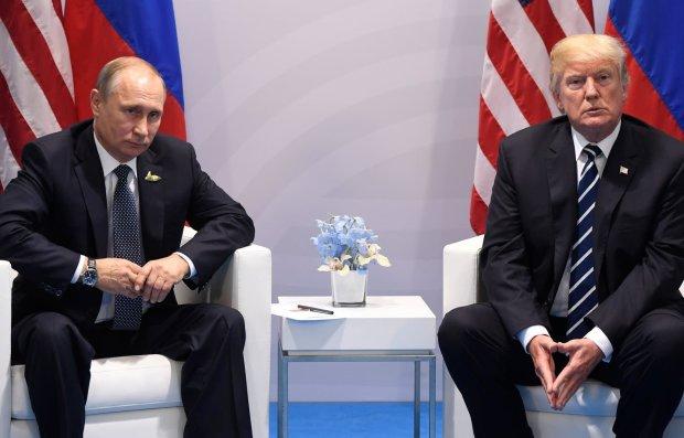 Вмешательство Путина в выборы США: хакеры слили в сеть ключевые документы, под Трампом качается трон