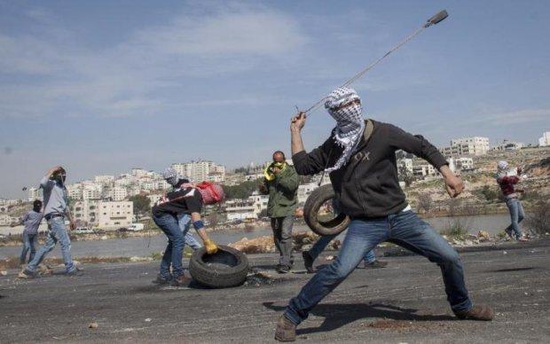 Выстрел израильского снайпера в палестинца попал на видео
