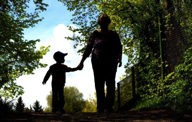 мати з дитиною, фото Pxhere