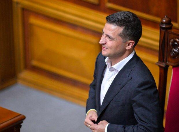 Украинцы оценили работу Зеленского, Рады и правительства: рейтинг президента бьет все рекорды