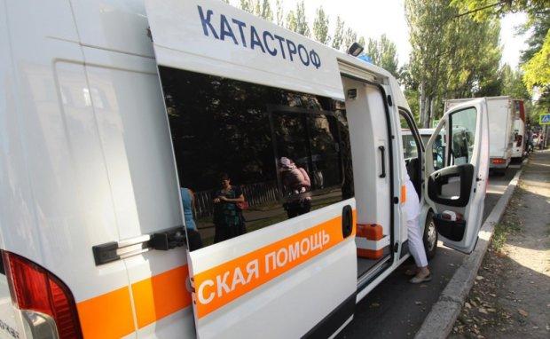 """П'яна """"розвідниця ЛНР"""" влетіла у автобус з людьми, справу намагаються зам'яти"""