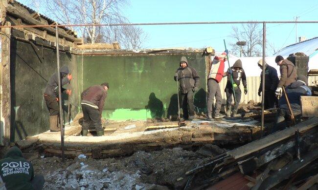 На Франківщині моторошна пожежа залишила сім'ю без даху над головою: чотири інвалідності та діти на руках