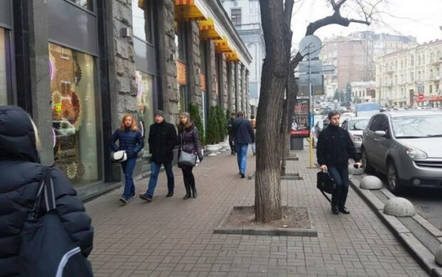 Напали з ломом: в центрі Києва сталася НП