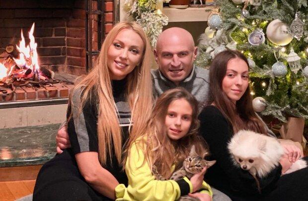 Оля Полякова с семьей, фото с Instagram