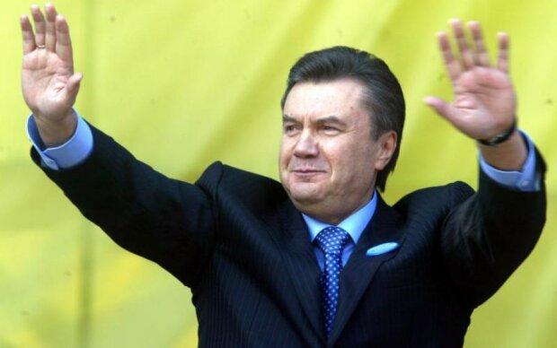 Відстань - не перешкода: Янукович досі смокче гроші з українців