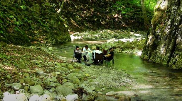 відпочинок на природі, скріншот з відео