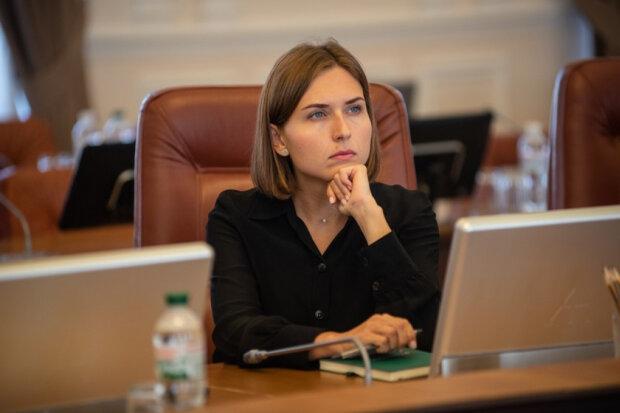 """Не вистачає на дитину: міністерка Новосад збирається у відставку через """"малу"""" зарплату в 36 тисяч"""