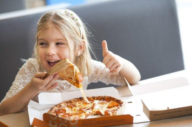 Жодних чіпсів і піци: запорізьких школярів посадять на здорове харчування