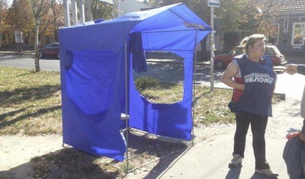 В Одесі знову напали на намети Опозиційного блоку