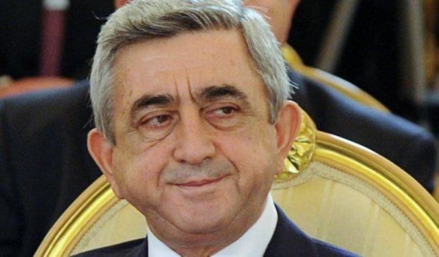 Президент Вірменії втік від мітингувальників до Брюсселю