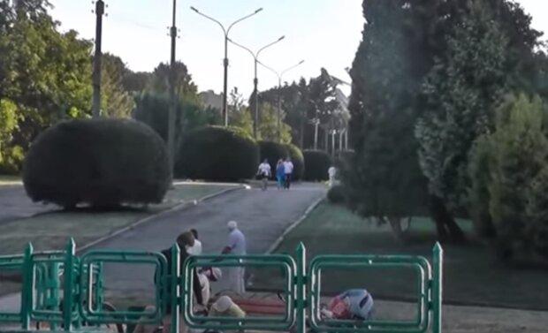 В Тернополе ливень пустил биотуалеты вплавь по парку – почти гондолы Венеции