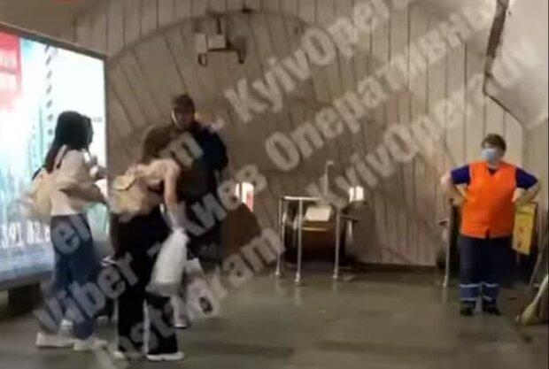 Драка в метро, скриншот с видео
