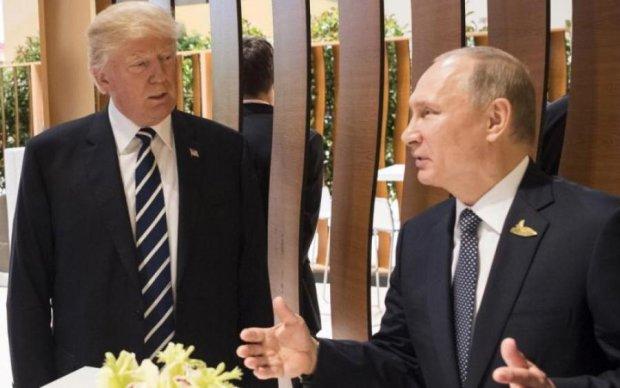 Журналіста винесли із зустрічі Трампа і Путіна: відео