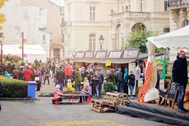 Хмільні вихідні у Львові: українців запрошують на фестиваль сиру і вина