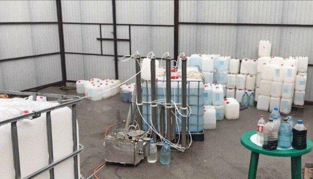 У Запоріжжі накрили гігантську алколабораторію - тонни спирту, який перетворить вашу печінку в паштет