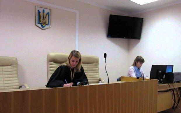 """Суд зобов'язав ГПУ розслідувати напад на активістів """"Українського вибору"""" у Конотопі"""