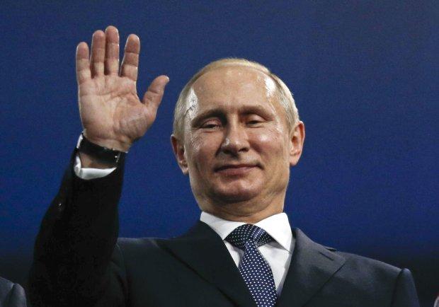 Путін досі росте: соцмережі вибухнули через нове фото російського карлика