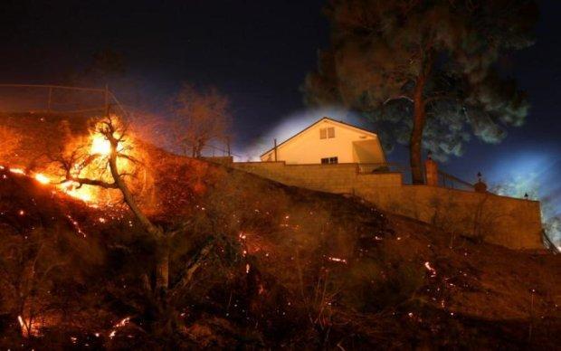 Апокалипсис в Калифорнии: огонь заставил бежать 20 тысяч человек