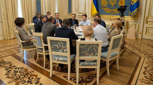 Ряд иностранных СМИ снова раскритиковали Зеленского за незаконное введение санкций против СМИ
