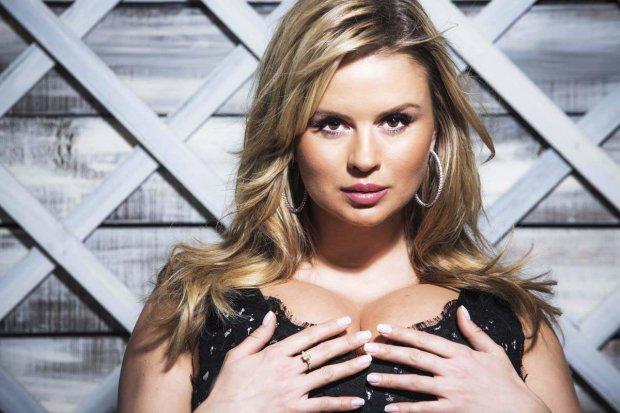 Семенович решила пофилософствовать, но ее грудь оказалась лучшим лекарством от всех проблем