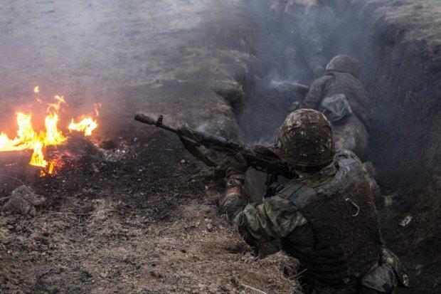 Бойовики підступно накрили вогнем КПВВ на Донбасі, є поранені: фото