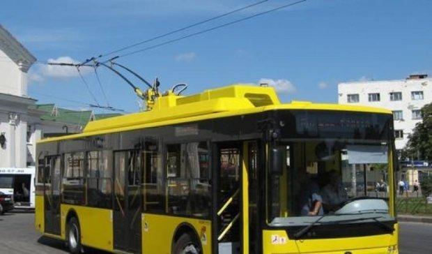 Киевский тролейбус покалечил бабушку