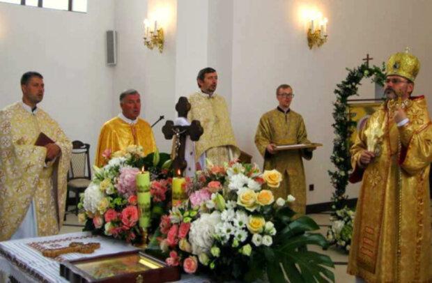 """На Львовщине неадекваты обнесли Божий дом, прихожане в ужасе: """"Креста нет!"""""""