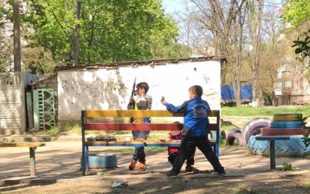 """Сам ти """"сєпар"""": як миколаївські діти у війну на Донбасі грали"""