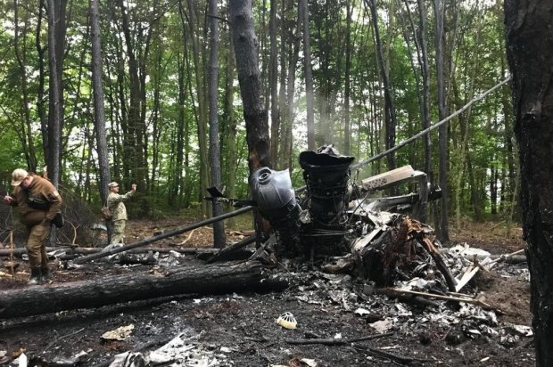 Аварія вертольота на Рівненщині: в мережі показали моторошні фото з місця катастрофи