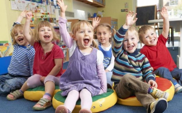 Совок повернувся: дітей змусили танцювати на дні народженні чиновниці