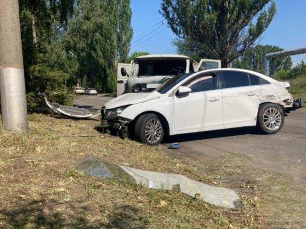 Под Днепром легковушка вылетела на встречку и унесла за собой 4 авто — пострадавших пачками увозили в больницу